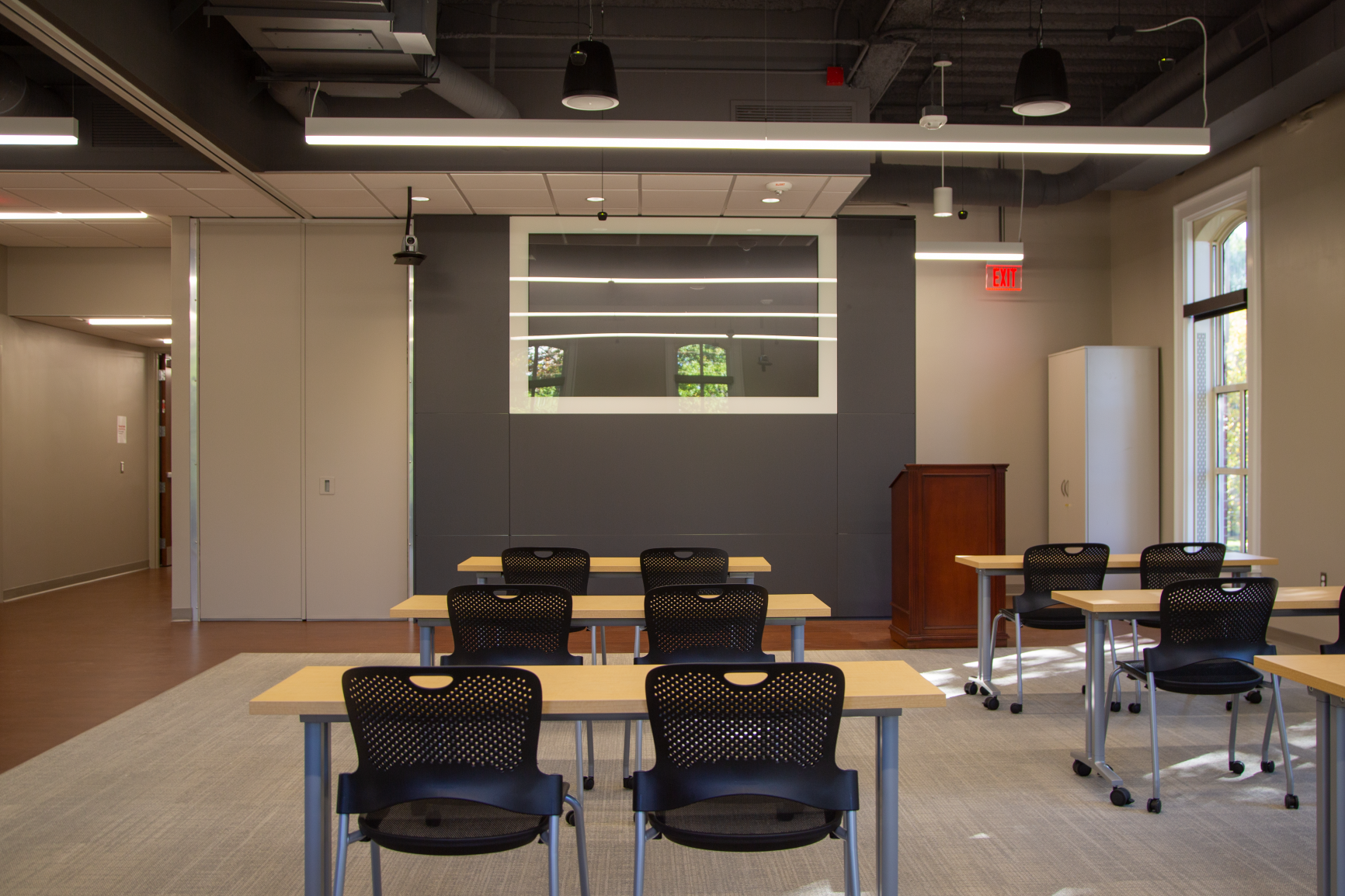 A large, integrated TV (DIRTT, once again!) makes it easier than ever to show class materials to students, both virtually and in the classroom.