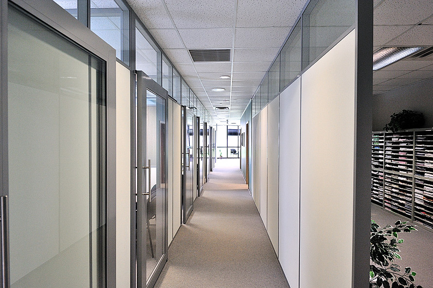 flex-series-private-offices-with-sliding-glass-aluminum-framed-doors